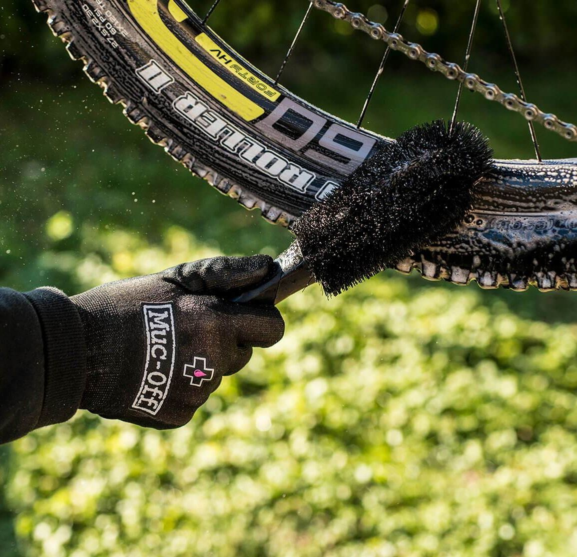 - Muc-Off Wheel & Component Brush, krtača za čiščenje obročev in komponent - OPTIBIKE