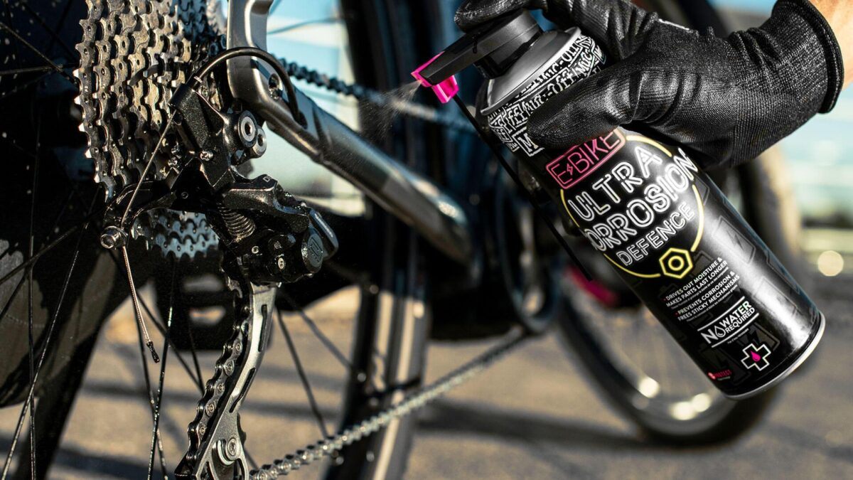 - Muc-Off E-BIKE Ultra Corrosion Defence, protikorozijski zaščitni sprej 485ml - OPTIBIKE