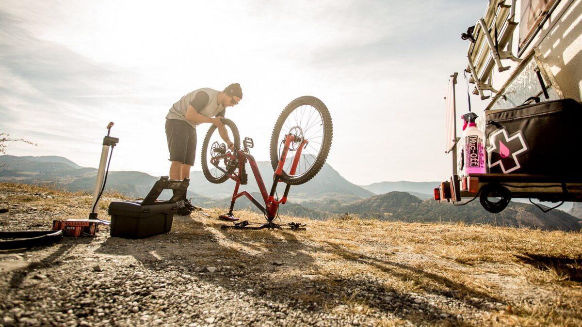 - Muc-Off Ultimate Bicycle Care KIT, 10-delni set za vzdrževanje kolesa - OPTIBIKE